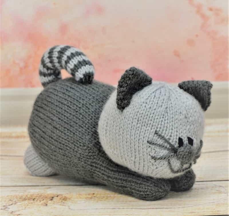 Kbp 190 Knitting By Post The Playful Kitten Dk Knitting Pattern